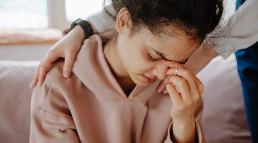 Sebepoškozování i úzkosti, pandemie zanechala na dětských duších velké šrámy