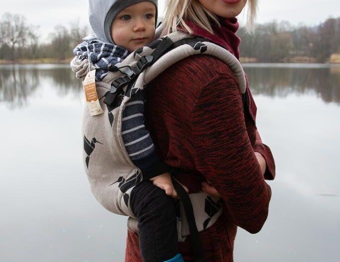 Maminky, při nošení miminka v šátku se nemusíte potit, když se obléknete do merina