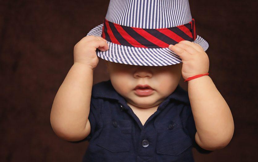 Když chlapečkům nesestoupí varlátka: jak se to řeší?