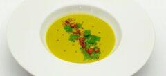 Olivový olej s hráškovým krémem, to je krásně zelená kompozice