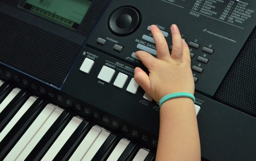 Kroužek hry na klávesy