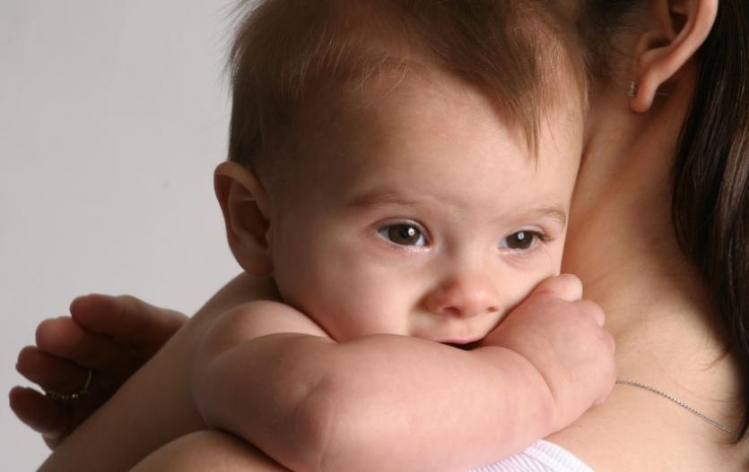 Opravdu si miminka musí odříhnout?