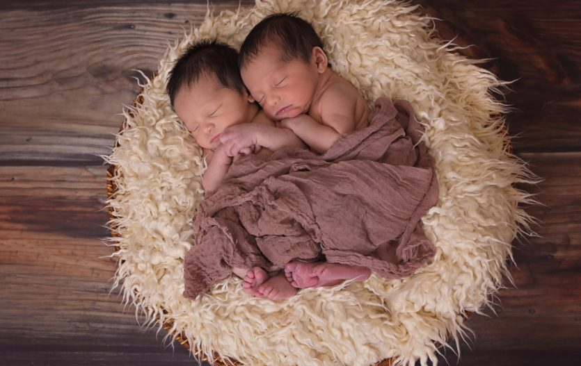 Jak zvládnout život s dvojčaty